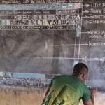 Nauczyciel z Ghany uczy obsługi Worda bez komputera