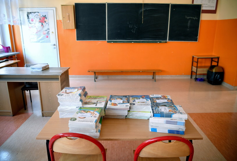 Nauczyciele obawiają się zakażenia koronawirusem, chaosu, zatłoczonych sal, dodatkowych obowiązków, a także presji ze strony rodziców /Darek Delmanowicz /PAP