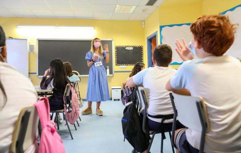 Nauczycielka i uczniowie w maskach, zdjęcie ilustracyjne /Europa Press News / Contributor /Getty Images