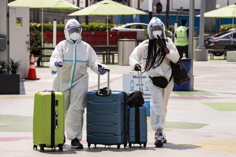 Naukowcy: Do grudnia w USA na Covid-19 może umrzeć ponad 300 tys. ludzi /ETIENNE LAURENT /PAP/EPA