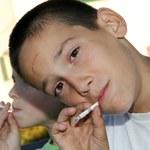 Naukowcy: Nastolatki w Europie palą coraz więcej