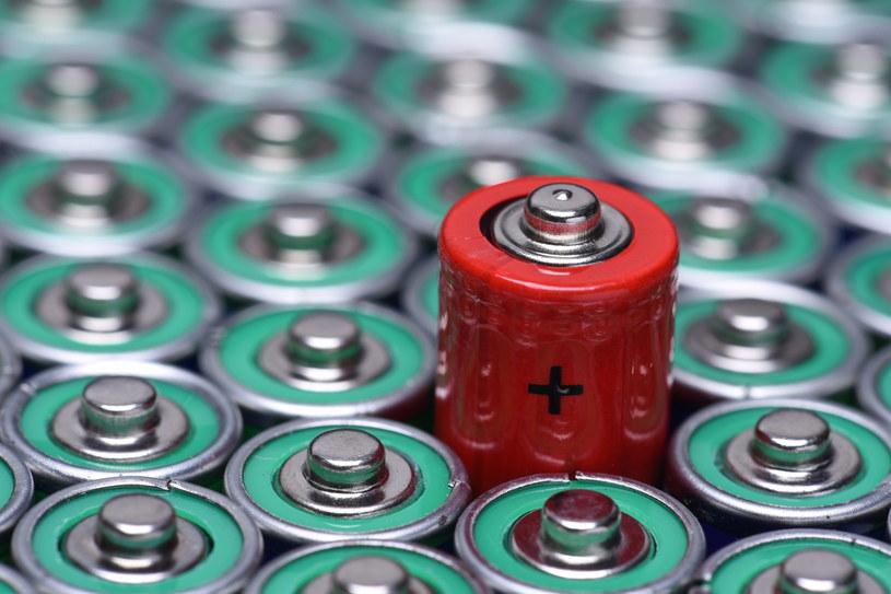 Naukowcy odkryli nowy materiał podczas prac nad bateriami /123RF/PICSEL