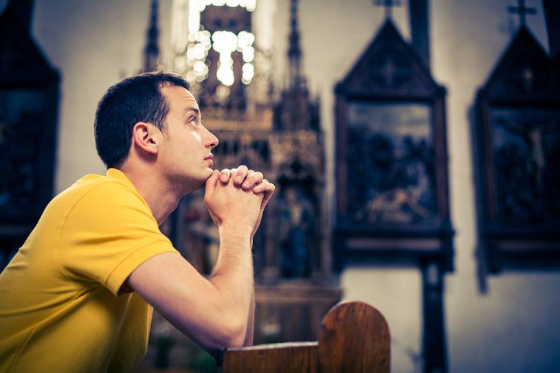 Naukowcy porównali modlitwę do medytacji /123RF/PICSEL