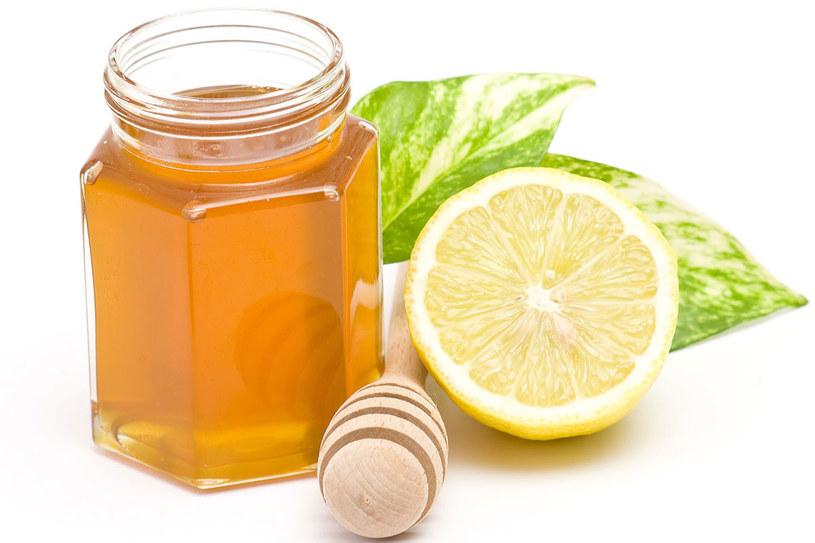 Naukowcy potwierdzili: miód ma działanie antybakteryjne, oczyszczające i regenerujące. /123RF/PICSEL