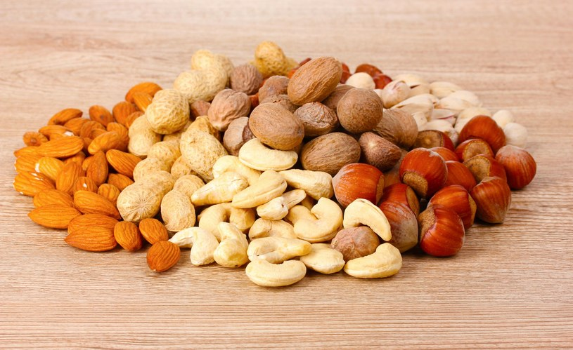 Naukowcy uważają, że orzechy dostarczają niezbędnych kwasów tłuszczowych, takich jak omega-3 i omega-6 /123RF/PICSEL