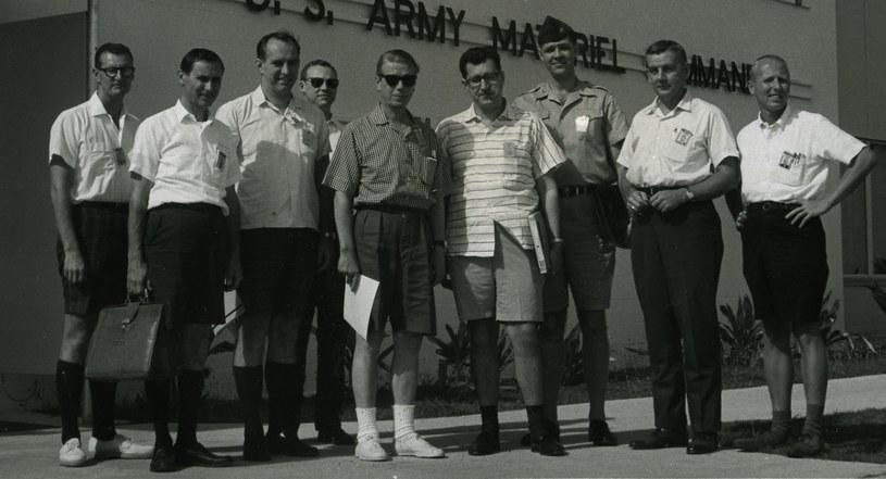 Naukowcy z ARPA w czasie wizyty na atolu Kwajalein, gdzie przeprowadzano tajne badania /Getty Images/Flash Press Media
