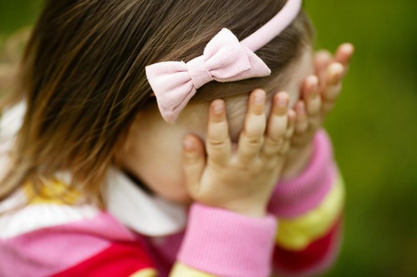 Naukowcy zastanawiają się, czy widok drastycznych zdjęć nie wywołuje u dzieci traumy /123RF/PICSEL