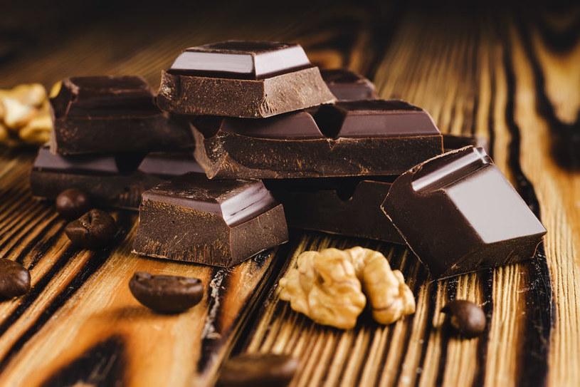Naukowy doliczyli się w czekoladzie aż sześciuset substancji, które mogą mieć pozytywny wpływ na nasze zdrowie /123RF/PICSEL
