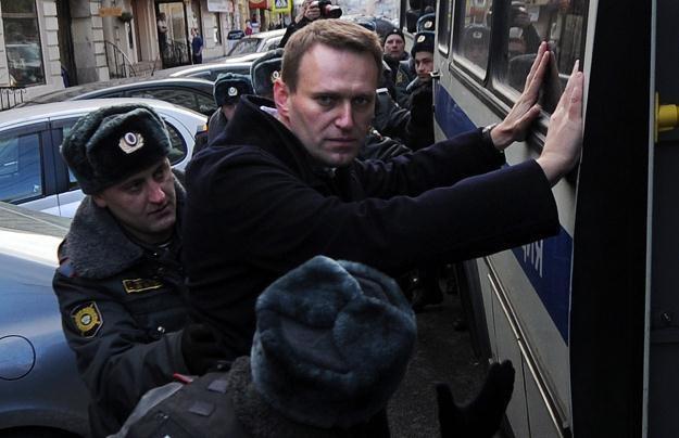 Nawalny przesłuchany, przeszukano biuro jego Fundacji /AFP