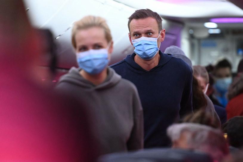 Nawalny z żoną Julią na pokładzie samolotu, lecącego z Berlina do Moskwy /KUDRYAVTSEV/AFP  /East News