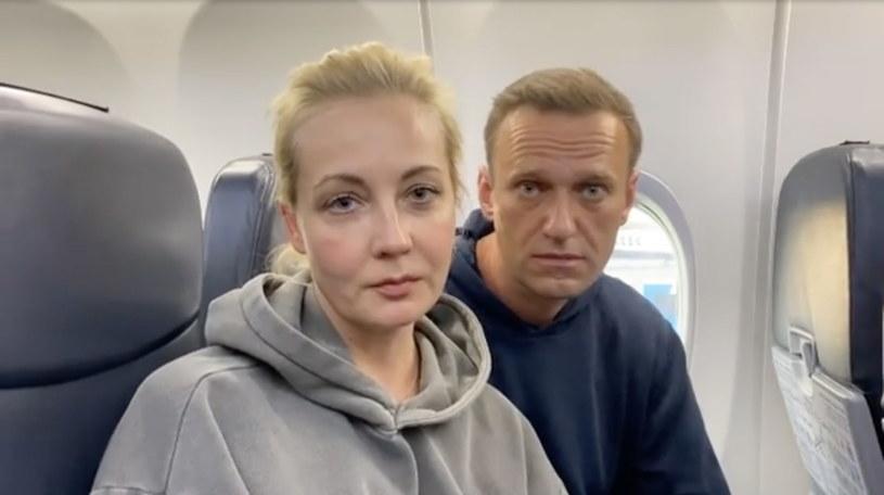 Nawalny z żoną Julią na pokładzie samolotu /ALEXEI NAVALNY INSTAGRAM  /PAP/EPA