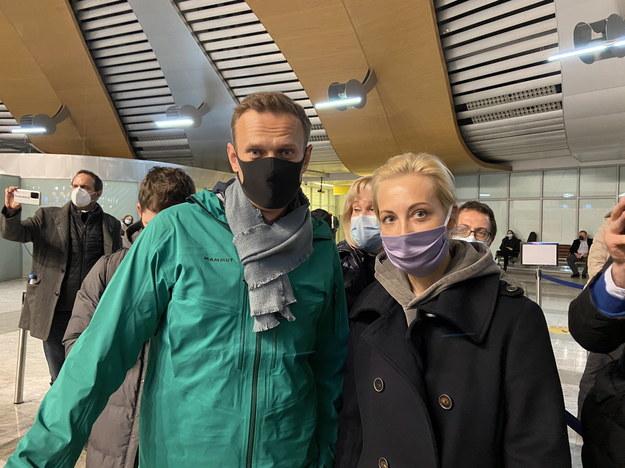 Nawalny z żoną na rosyjskim lotnisku przed zatrzymaniem /PAP/EPA/KIRA YARMYSH / HANDOUT /PAP/EPA
