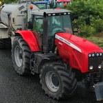 """Nawet 100 traktorów na krajowej """"piętnastce"""". Rolnicy z Agrounii blokują drogę"""