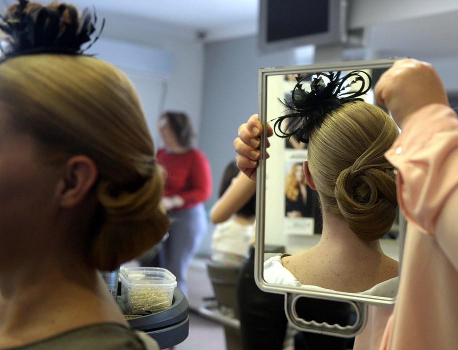 Nawet 11 tys. euro miesięcznie zarabiają fryzjerzy we włoskiej Izbie Deputowanych /Darek Delmanowicz /PAP