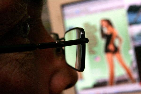 Nawet 20 milionów osób mogło być szantażowanych ujawnieniem życia intymnego /AFP