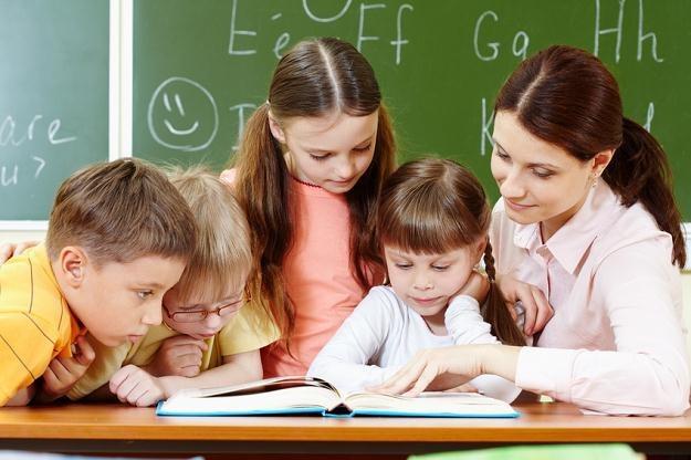 Nawet 50 tys. zł trzeba zapłacić za roczną naukę dziecka w prestiżowej prywatnej szkole podstawowej /© Panthermedia