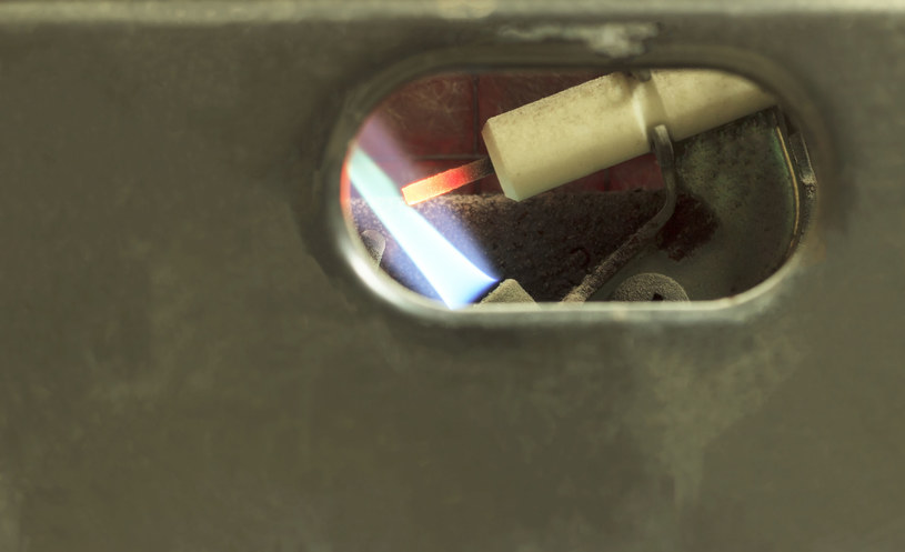 Nawet jeśli doszłoby do ulatniania czadu, to przed zatruciem może ochronić czujnik tlenku węgla /123RF/PICSEL