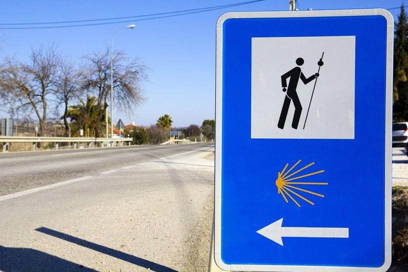 Nawet jeśli nie wybieramy się na pielgrzymkę, warto poświęcić dzień lub dwa i przejść kawałek szlaku Santiago de Compostela /123RF/PICSEL