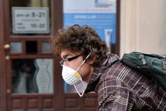 Nawet krakowskie kwiaciarki założyły maski. Smog dusi mieszkańców