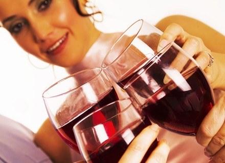 Nawet lampka wina może zaszkodzić nienarodzonemu dziecku. /ThetaXstock