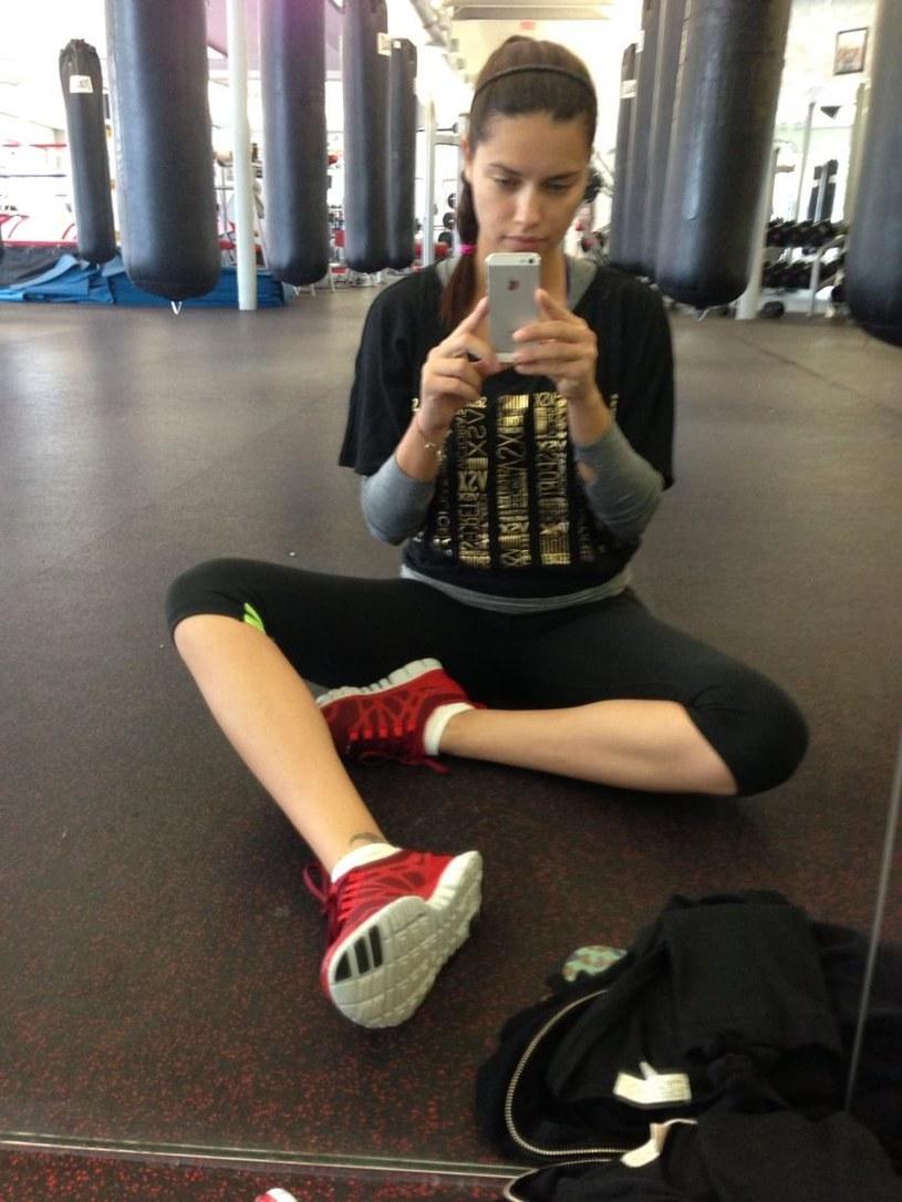 Nawet na siłowni wygląda stylowo /Twitter /Styl.pl