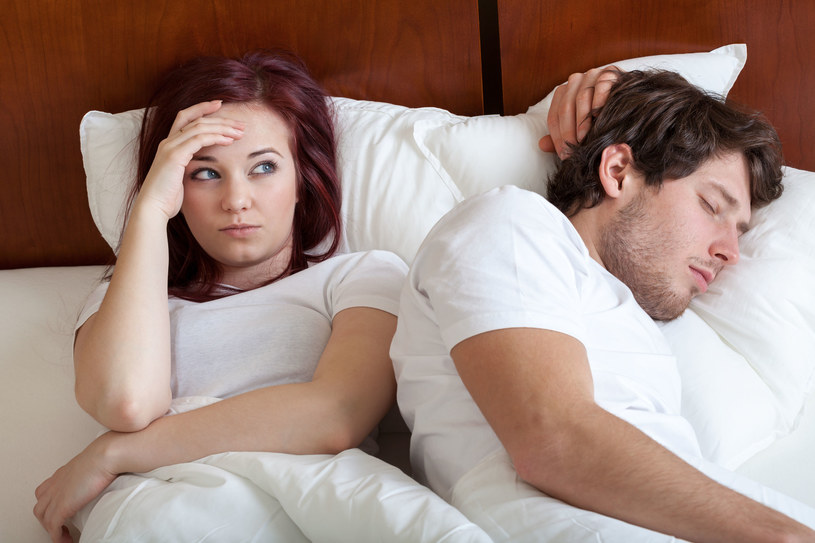 znaki, że mężczyzna umawia się z kimś innym powolne czytanie randek