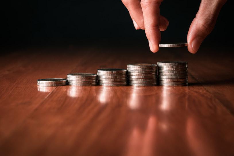 Nawet najgorsze papiery skarbowe dają więcej niż lokaty bankowe /123RF/PICSEL