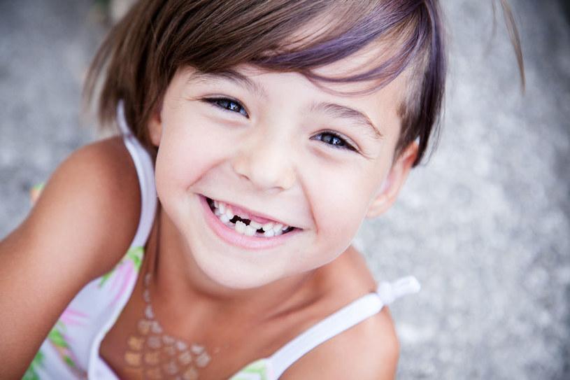 Nawet najmłodsi, których często o to nie podejrzewamy, stają się coraz bardziej świadomi wyglądu swoich zębów i mankamentów uśmiechu /123RF/PICSEL