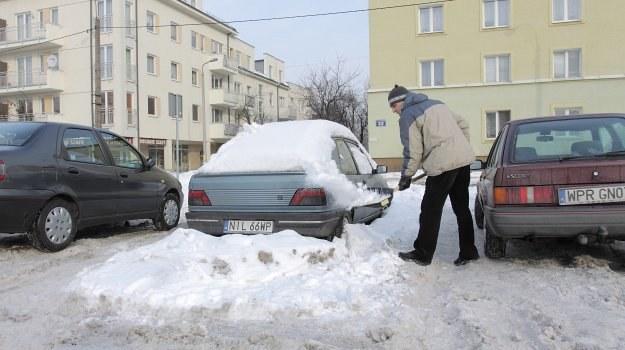 Nawet nieużywanym samochodem warto co 2-3 tygodnie przejechać kilkanaście km. /Motor