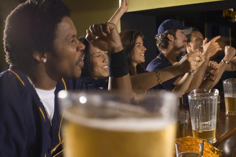 Nawet niewielkie ilości alkoholu mogą być szkodliwe /© Glowimages