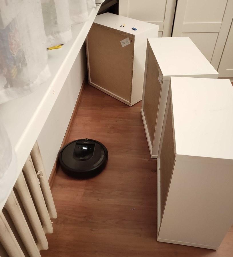 Nawet po drobnym przemeblowaniu, Roomba i7 da sobie radę /INTERIA.PL