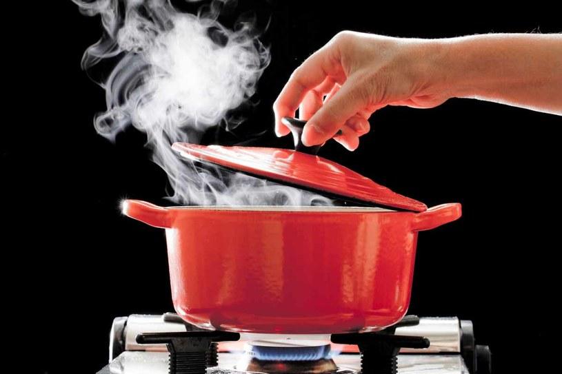 Nawet podczas gotowania możesz zaoszczędzić na rachunkach /123RF/PICSEL