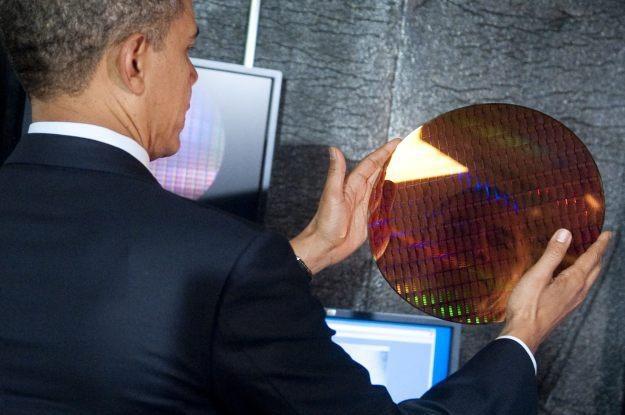 Nawet prezydent Obama zaczął wspierać produkty Intela /AFP