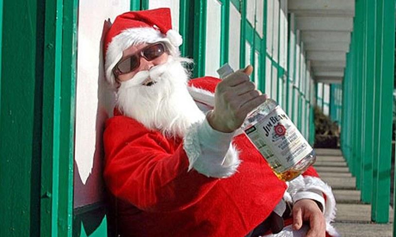 Nawet święty Mikołaj czasem musi pośpiewać /INTERIA.PL/materiały prasowe