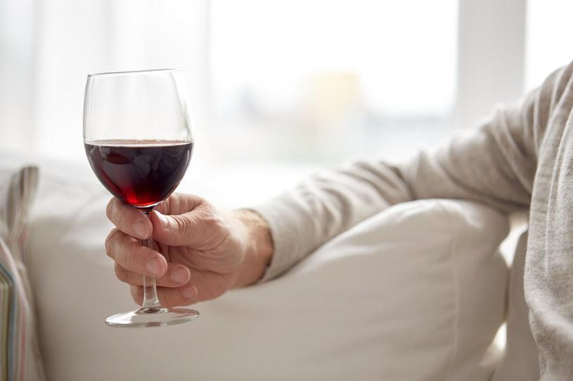 Nawet umiarkowane picie alkoholu podnosi ryzyko zachorowania na raka - twierdzą naukowcy /123RF/PICSEL