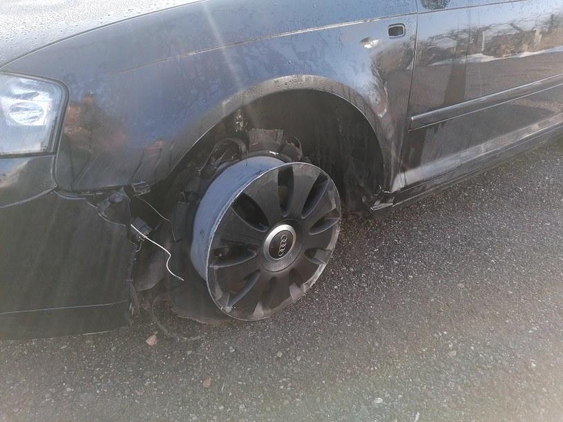 Nawet utrata opony nie powstrzymała kierowcy /Policja