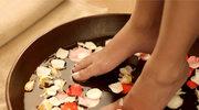 Nawilżająca kąpiel rumiankowa dla relaksu stóp
