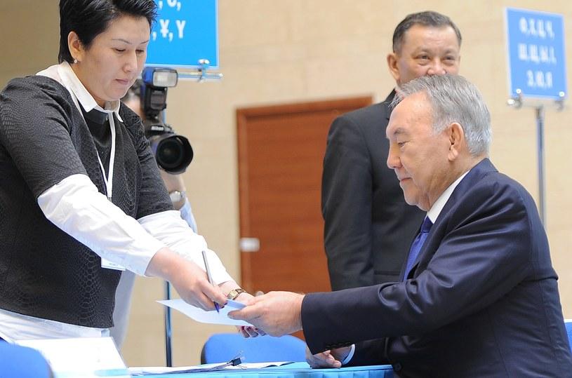 Nazarbajew podczas wyborów. /AFP