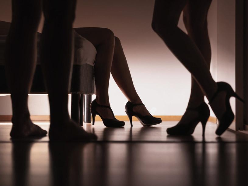 """Nazwiska """"dubajek"""" wciąż trzymane są w tajemnicy. Media spekulują, które kobiety godziły się spełniać najbardziej obrzydliwe zachcianki szejków /123RF/PICSEL"""