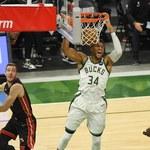 NBA. Milwaukee Bucks o krok od drugiej rundy