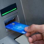 NBP: Coraz mniej bankomatów