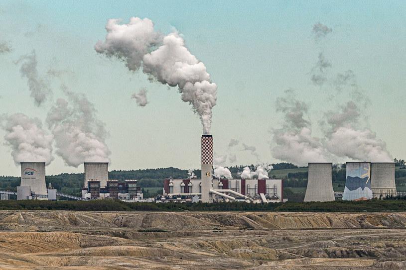 Negocjacje w sprawie Turowa bedą trudne. Na zdj. kopalnia Turów i elektrownia zasilana węglem brunatnym /Krzysztof Kaniewski /Reporter