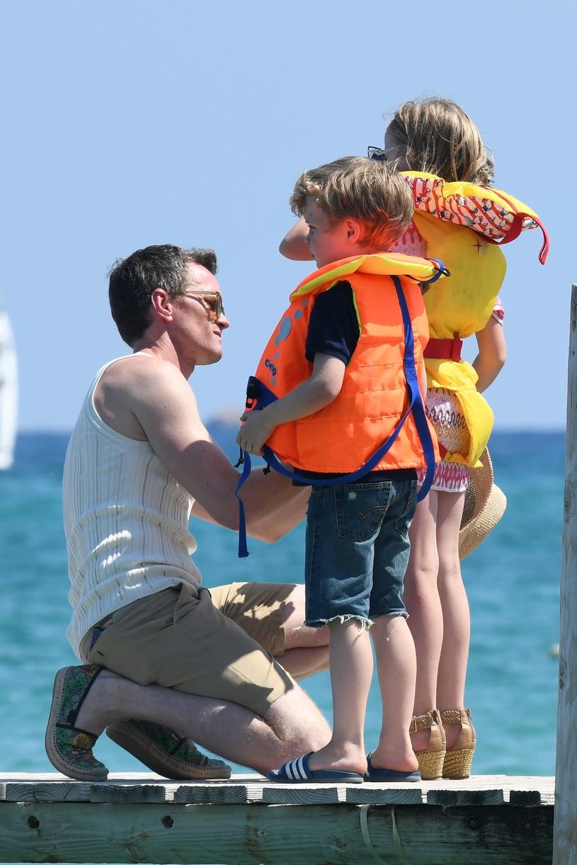 Neil Patrick Harris z dziećmi /East News