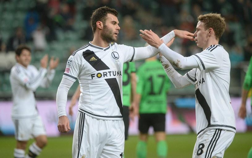 Nemanja Nikolić (z lewej) zdobył dwa gole po podaniach od Ondreja Dudy /Fot. Bartłomiej Zborowski /PAP