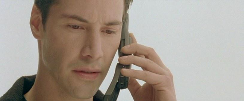 Neo i jego Nokia 8110 /materiały prasowe