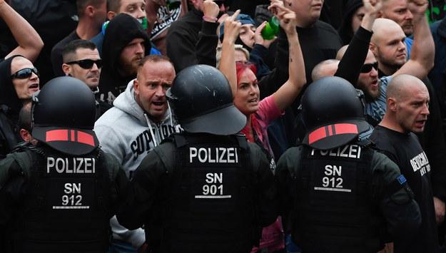 """Neonaziści opanowali Chemnitz. """"Niemcy dla Niemców. Precz z cudzoziemcami!"""""""