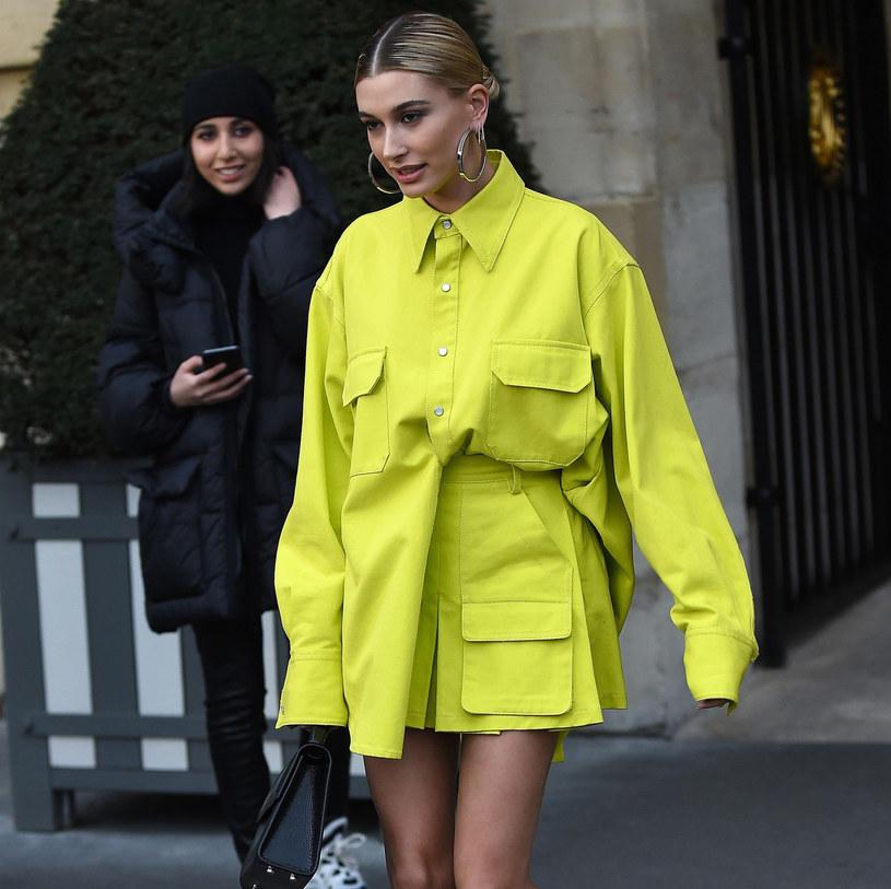 Neonowa sukienka będzie hitem lata /East News