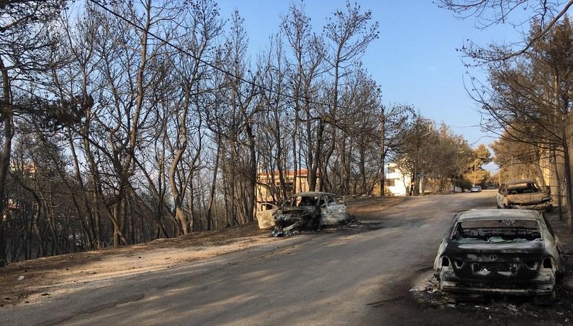 Neos Voutzas – miasto duchów. Spalone domy, na ulicach tylko wojskowe wozy