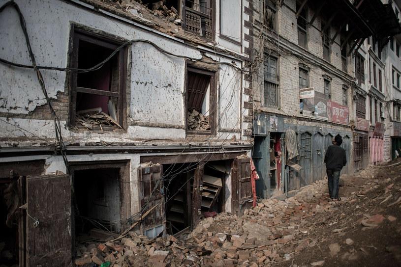 Nepalska stolica wyjątkowo ucierpiała, ponieważ epicentrum wstrząsów znajdowało się jedyne 75 kilometrów od miasta /PHILIPPE LOPEZ / AFP /East News