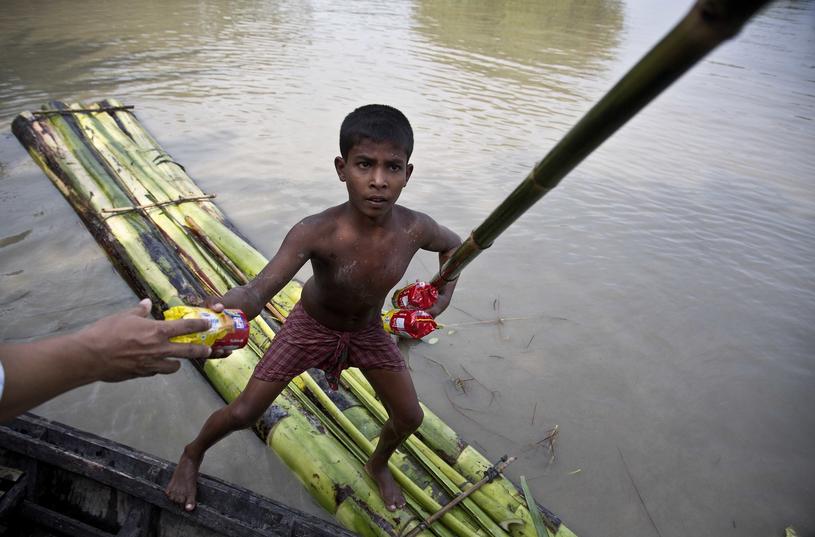 Nepalski chłopiec w pracy /Associated Press /East News